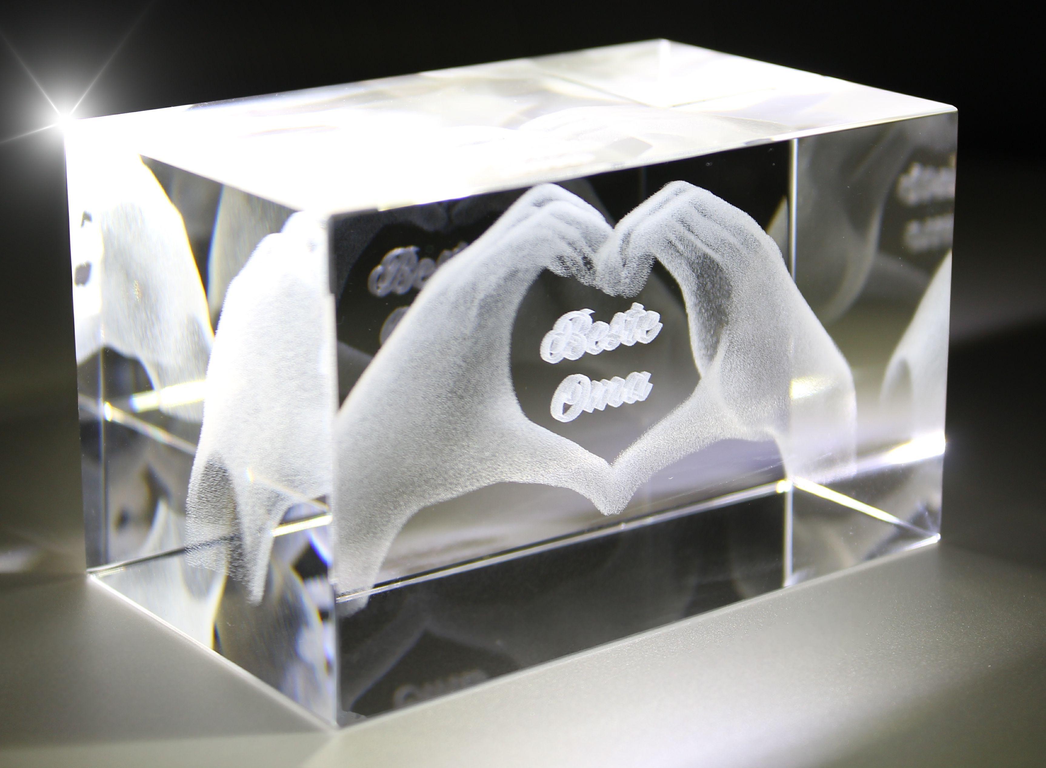 3D Glasquader I Herz aus Händen mit Gravur I Text: Beste Oma!